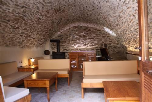 Tavernetta in frassino con credenza per mobile tv for Arredamento taverna rustica