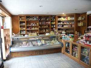 Arredamento Negozi In Legno : Arredo negozi su misura cuneo arredamento negozi legno cuneo
