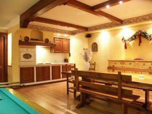 Tavernetta in legno cuneo arredo tavernetta cuneo mobili - Cucine per tavernette ...