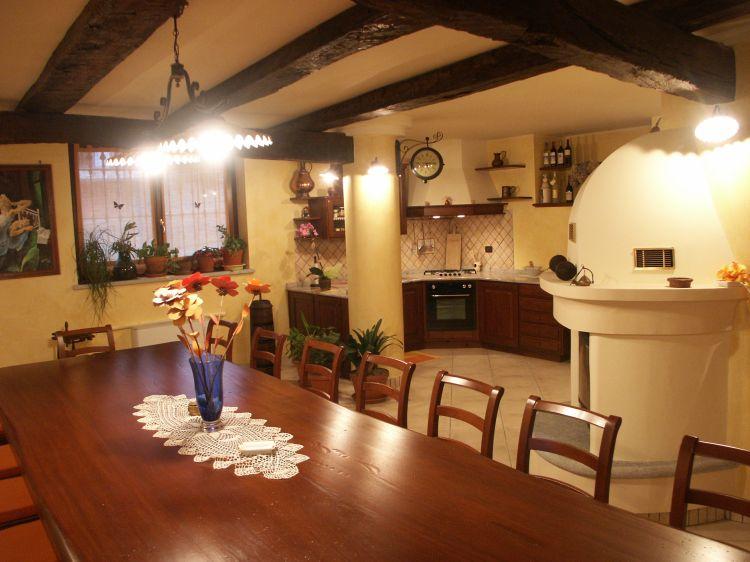 Arredamento taverna rustica dragtime for - Cucina per tavernetta ...