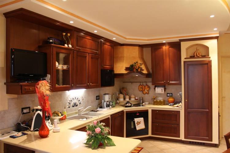 Cucina finta muratura noce - Cucine in finta muratura ...